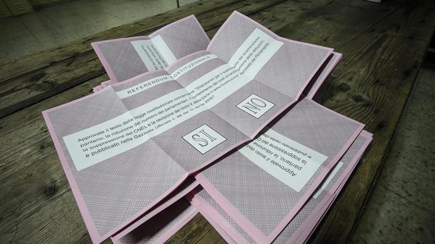 Las papeletas del referéndum italiano.