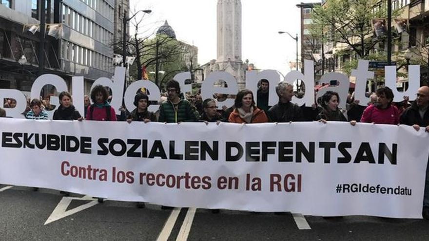 Manifestación en contra de los recortes en la RGI