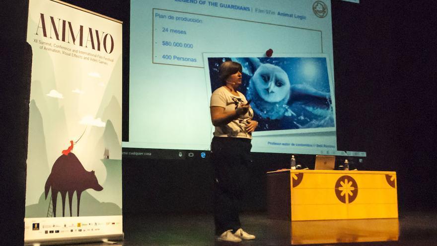 La productora Belli Ramírez en una ponencia de Animayo.