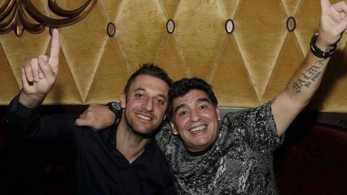 Matías Morla junto a Diego Maradona