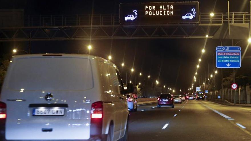 Madrid avisa de que el miércoles podrían volver las limitaciones por polución