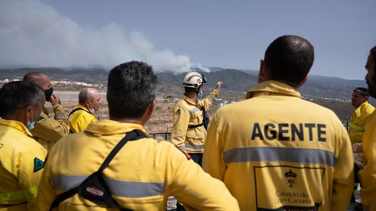 Agentes de medioambiente de Gran Canaria enviados a ayudar a controlar el fuego en Arico