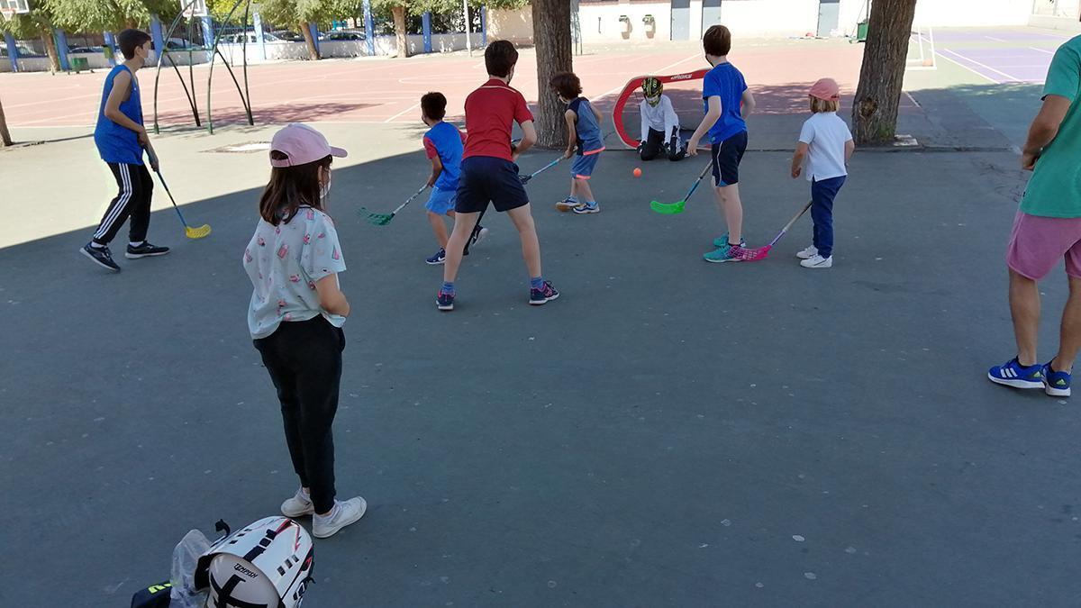 Imagen de un partido de floorball en Córdoba.