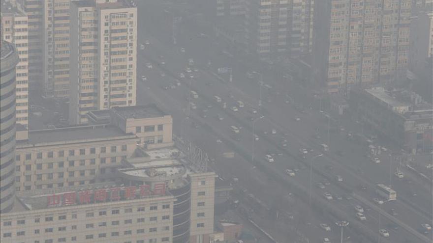 Pekín decreta la alerta de la contaminación más grave en lo que va de año