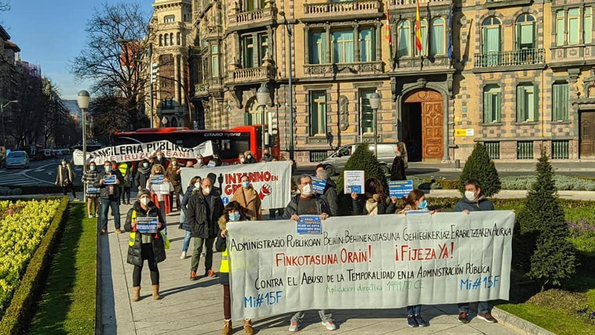 Los interinos, en la cabecera de la manifestación de este jueves en Bilbao