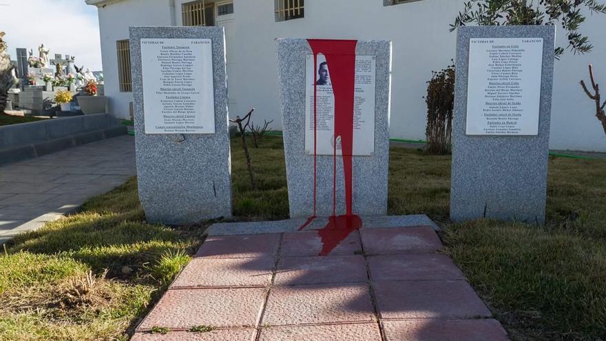 Memorial atacado con pintura en Tarancón / ARMH Cuenca