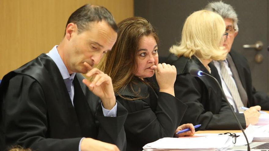 Los abogados Sergio Lorenzo y María Rosa Díaz Bertrana. (ALEJANDRO RAMOS)