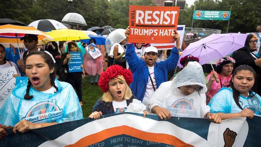 """Miles de """"soñadores"""" urgen a Trump a que prolongue DACA en su quinto aniversario"""