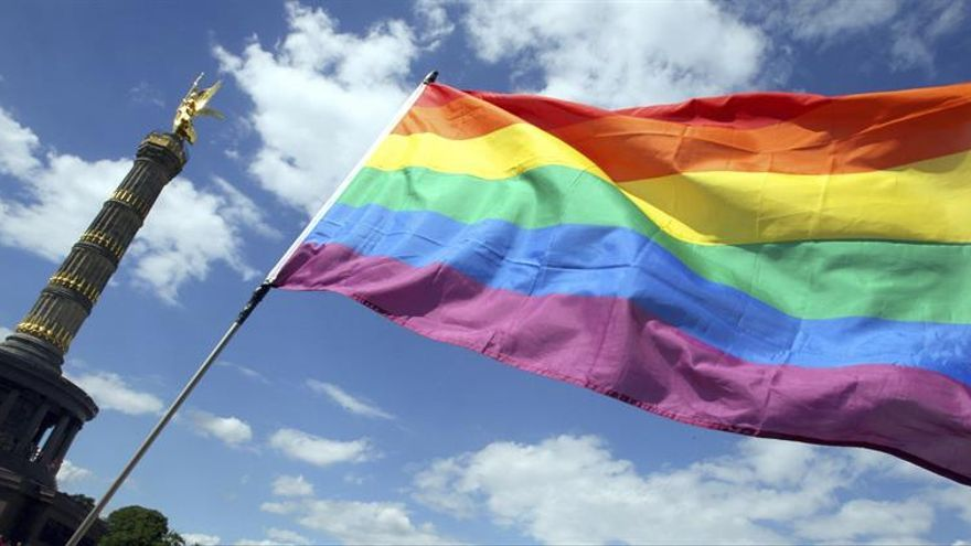 La pareja gay que legalizó su matrimonio en Rusia ha huido del país