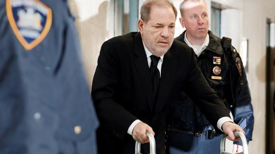 Former Hollywood producer Harvey Weinstein (C) arrives to New York State Supreme Court for his sexual assault trial in New York, New York.