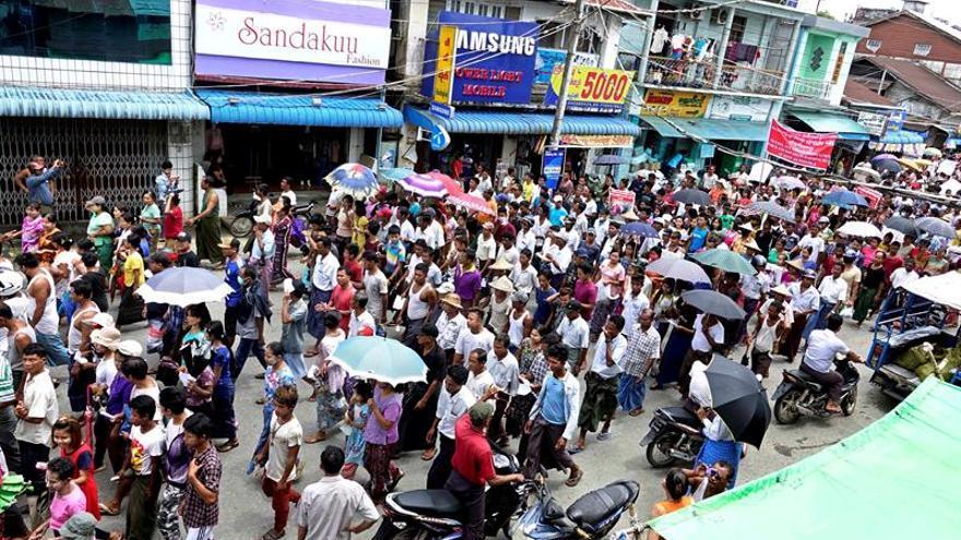 Manifestaciones en el conflictivo oeste de Birmania contra la etnia rohingya
