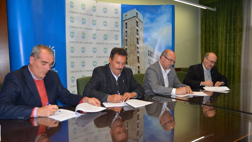 Firma del convenio entre las tres entidades.