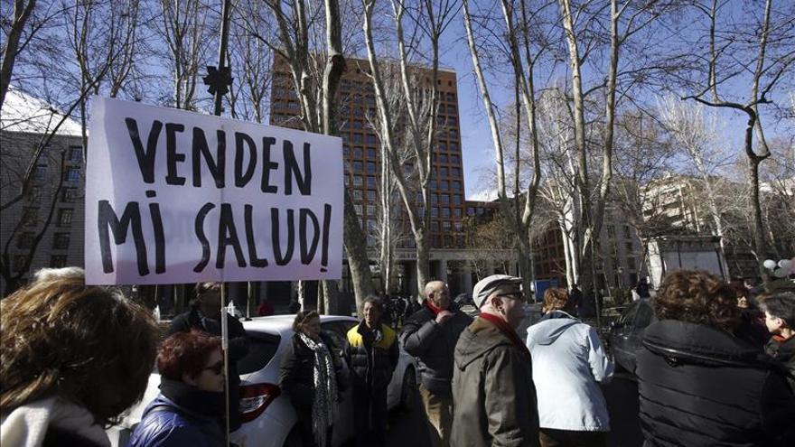 """La """"marea blanca"""" denuncia en Madrid la situación de la salud mental pública"""