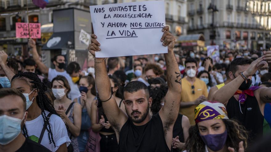 El crimen de Samuel, que sus amigas han calificado como homófobo, ha desatado una ola de indignación y protestas ante la violencia que sufren las personas LGTBI en España desde el colegio