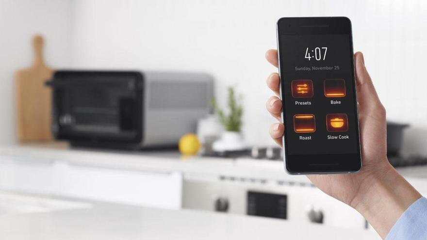 App para controlar los hornos fabricados por June, algunos de los cuales comenzaron a precalentarse solos a 200 grados durante la noche recientemente.