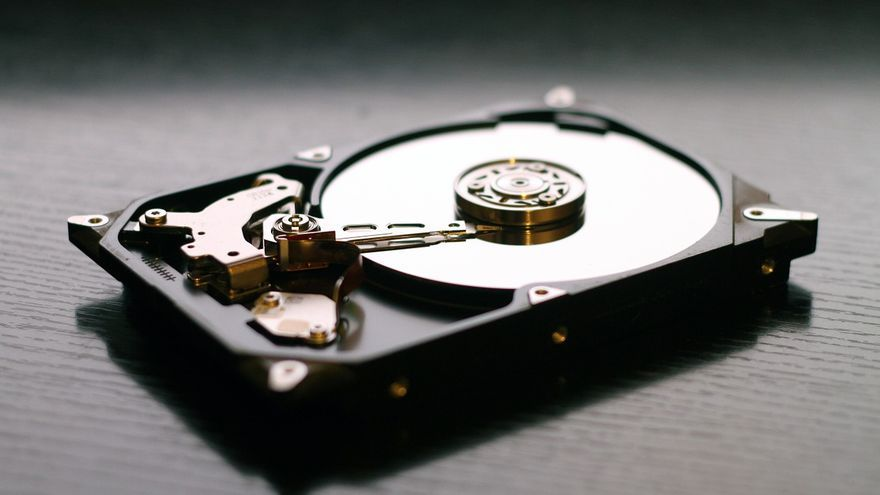 El programa de espionaje se puede instalar en los productos de almacenamiento de las principales marcas comerciales de discos duros