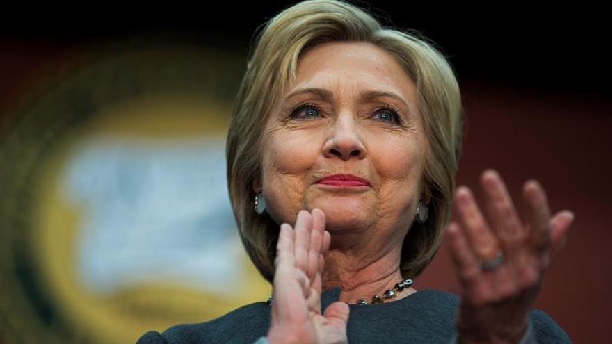 Clinton gana cuatro estados frente a uno de Sanders y pelean en otros dos