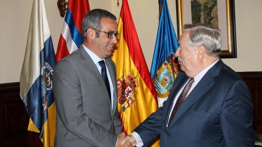 Sergio Matos, alcalde de Santa Cruz de La Palma, y Jerónimo Saavedra, Diputado del Común.