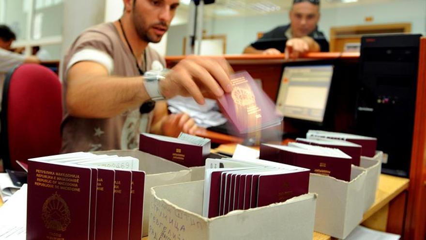 """El Gobierno británico encarga los primeros pasaportes post-""""brexit"""""""