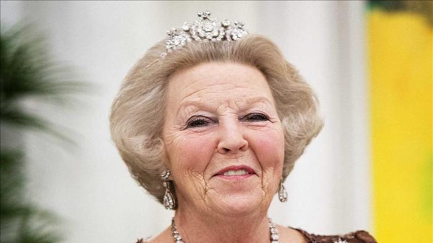 La reina Beatriz de Holanda podría anunciar hoy su abdicación, según medios