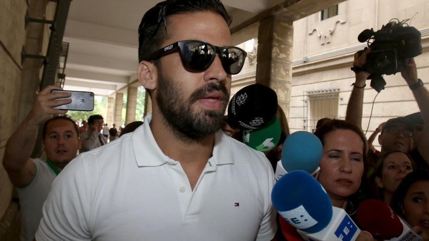 Los cinco integrantes de 'La Manada' acuden a firmar a los juzgados tras su puesta en libertad