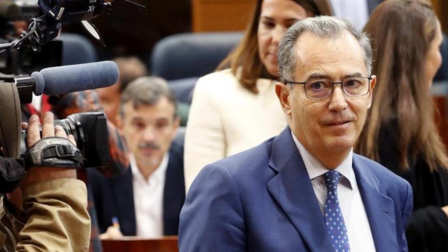 El portavoz del PP en Madrid pide 100.000 euros a la diputada que lo denunció por acoso