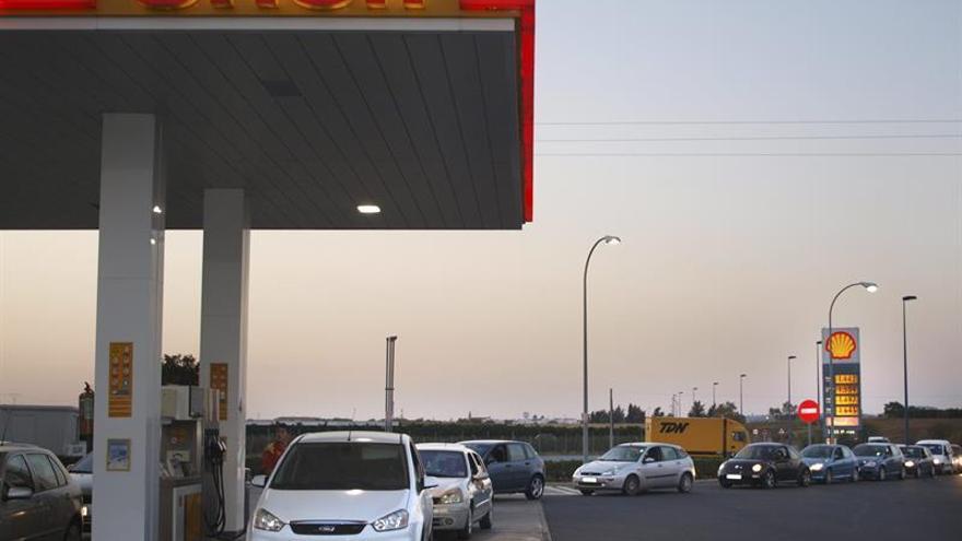 La gasolina y el gasóleo suben más del 1 % en plena Semana Santa