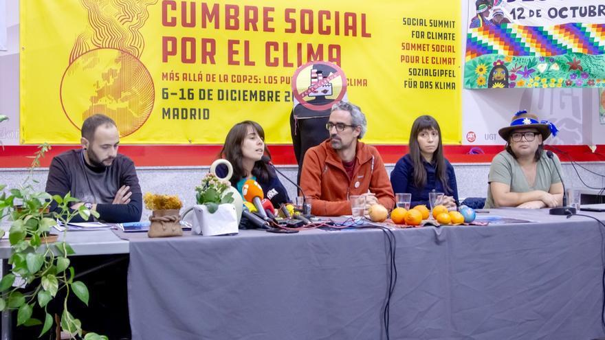 Ángela Santiago y Estefanía González, este miércoles junto Pablo Chamorro (portavoz de Marcha por el Clima) y Juan Antonio Correa (Minga Indígena).