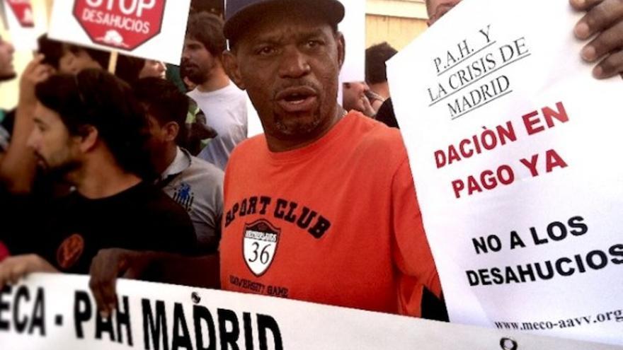 Concentración para impedir un desahucio en Madrid en 2011 (cc Juan Luis Sánchez)
