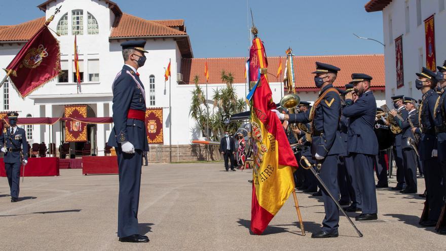Felipe VI preside la entrega de los despachos a 120 oficiales del Ejército del Aire