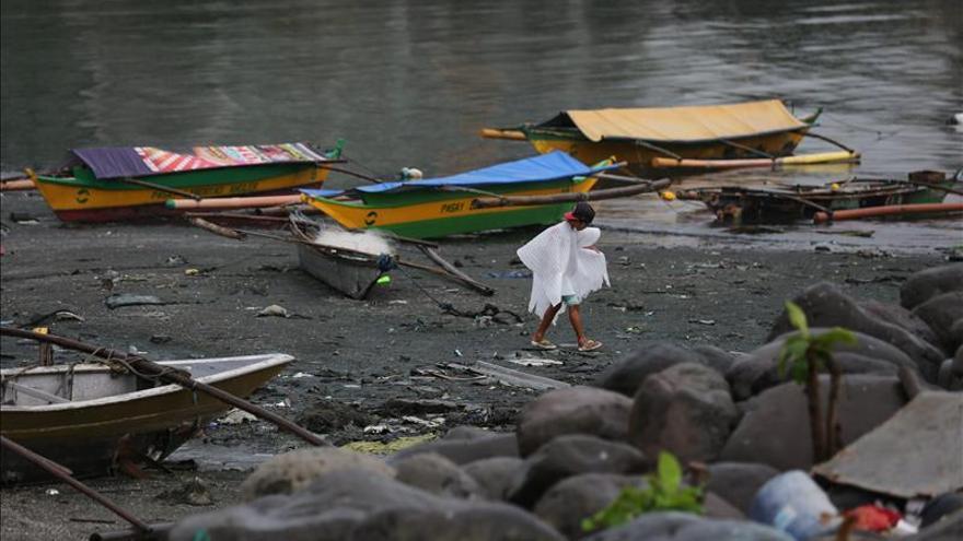 Al menos un muerto y más de 730.000 evacuados en Filipinas por el tifón Melor
