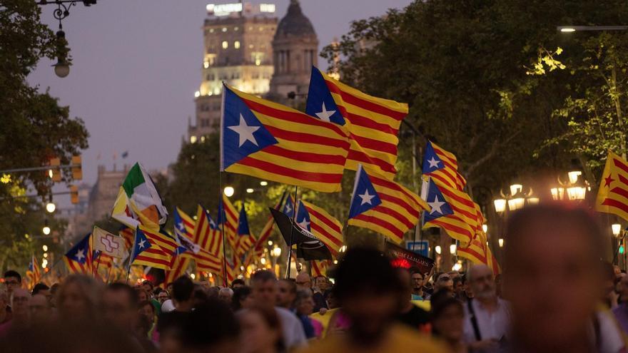 """Unas 18.000 personas se manifiestan en Barcelona por el 1-O al grito de """"ni olvido, ni perdón"""""""