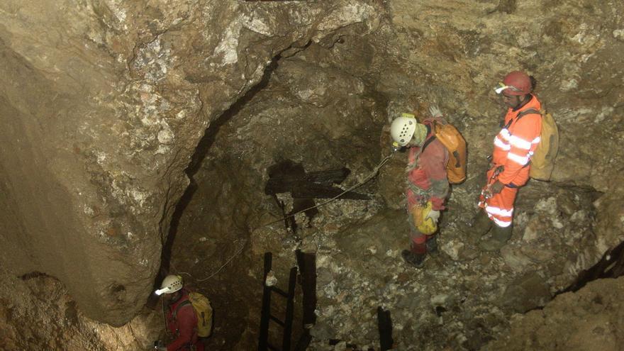 Expedición llevada a cabo en 2011 para encontrar los huesos de Eloy Campillo. | NURIA GÓMEZ
