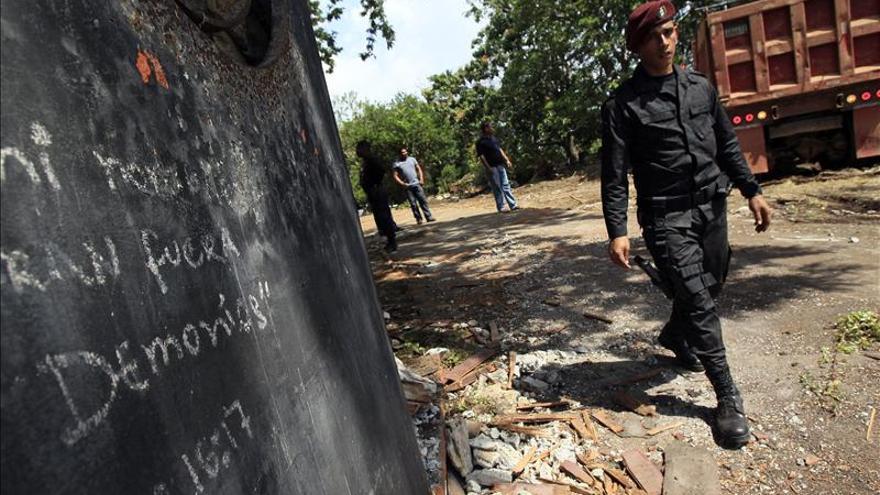 Inician demolición de casas de Noriega por ser un criadero de mosquito del dengue