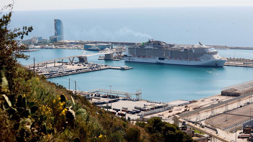 Atraca en Barcelona el primer crucero internacional desde el inicio de la covid
