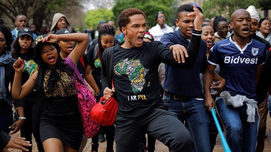 Disturbios en universidades sudafricanas tras anunciarse una subida de las matrículas