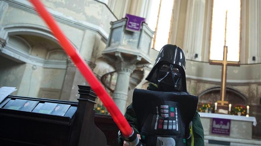 """""""Star Wars"""" llena la misa del domingo en una pequeña iglesia berlinesa"""