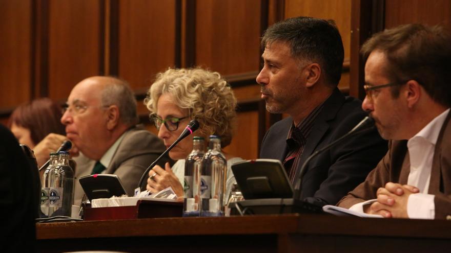 Los consejeros Raúl García Brink (NC), María Nebot y Miguel Ángel Rodríguez (del grupo de los no adscritos)