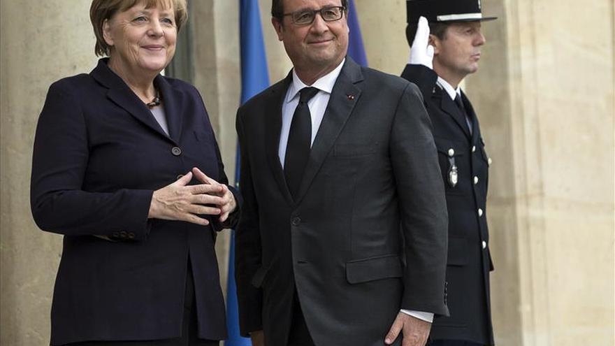 """Hollande insta a Alemania a """"ir más lejos"""" en la lucha contra el EI"""