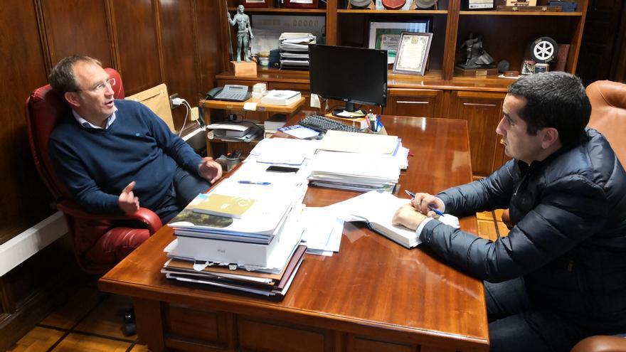Sergio Rodríguez, alcalde de El Paso, y Borja Pérez, senador por La Palma.