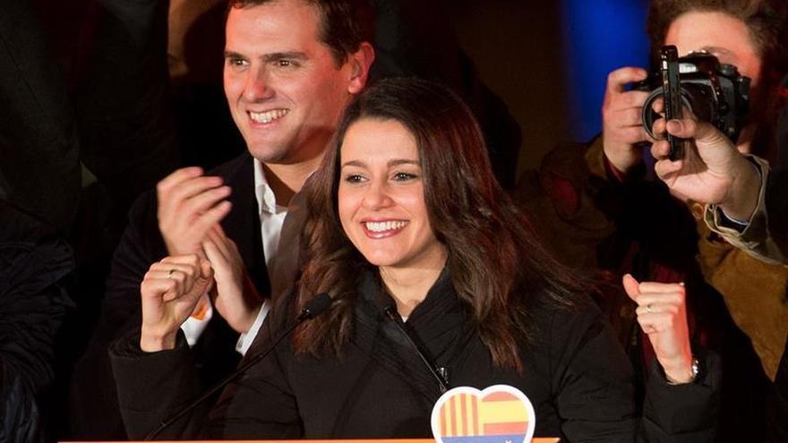 Albert Rivera junto a Inés Arrimadas tras la victoria del 21D