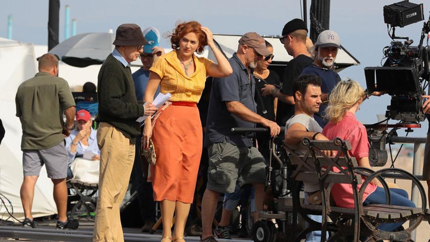 Kate Winslet y Woody Allen en el plató de 'Wonder Wheel'