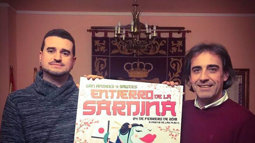 Fabio Pérez Concepción  y Francisco Paz muestran el cartel del 'Entierro de la Sardina de San Andrés y Sauces'
