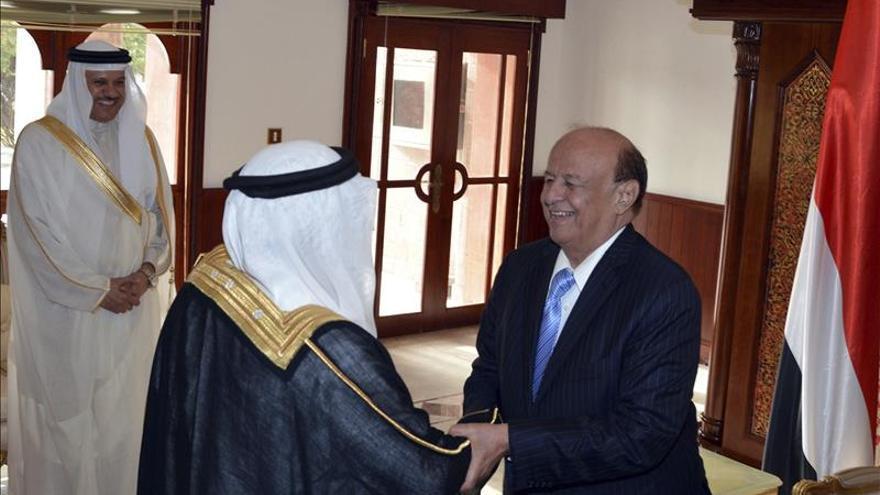 Emiratos sigue el ejemplo de Riad y traslada a su embajador a Adén