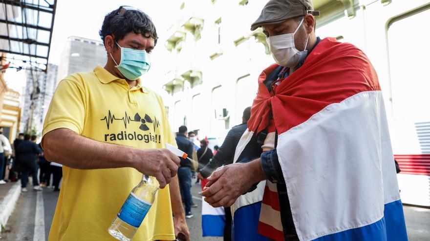 """Gremio médico paraguayo pide """"ajustes"""" a Gobierno ante avance de la pandemia"""