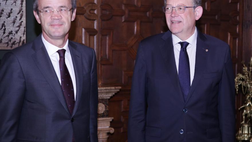 Ximo Puig con el presidente de Caixabank. Jordi Gual.