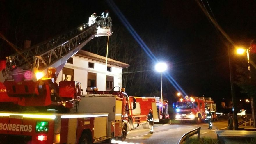 Se quema la cubierta de una vivienda de Villafrufe