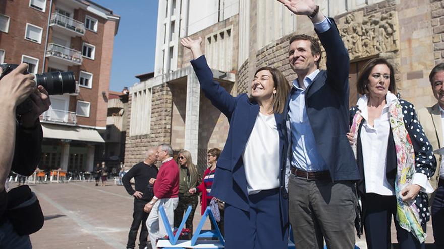 María José Sáenz de Buruaga y Pablo Casado en un acto de campaña. | PP