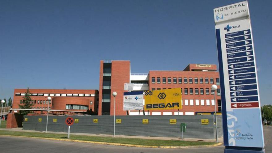 Investigan el hallazgo de un feto en un váter del Hospital del Bierzo en León