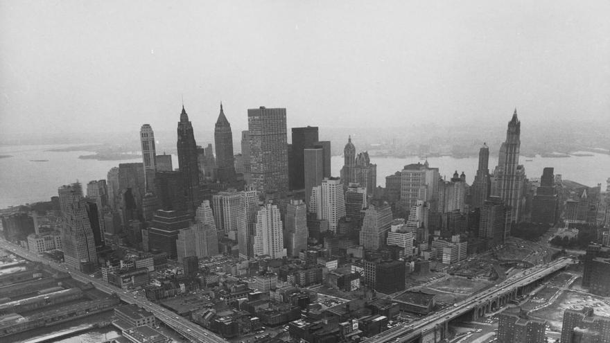 Fotografía cedida por el Museo ICO de la exposición 'La destrucción del Bajo Manhattan', del fotógrafo Danny Lyon.